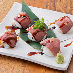 料理メニュー写真牛イチボ肉のローストビーフ手まり寿司