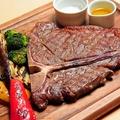 料理メニュー写真豪快に肉!Tボーンステーキ