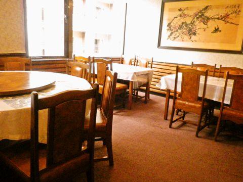 本格的な中華料理のフルコースのほか、ラーメンや餃子なども気軽に食べられる。