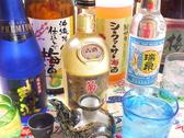 泡盛だけじゃない!めずらしい沖縄のお酒も豊富にご用意♪ドリンクの色を透かしてキラキラ輝く琉球グラスで楽しめば気分は「めんそ~れ!」