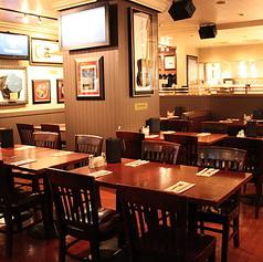 4名様までご着席頂けるテーブル席です。比較的テーブルが広く、沢山料理を並べてお楽しみ頂けます。美味しいお酒とともにワイワイお楽しみ下さい♪