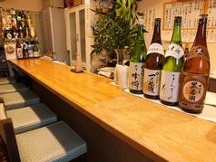 8席のカウンターのみのお寿司屋さん。よくある町のお寿司屋さんで情緒あふれた店内となっています。町のお寿司屋さんに有名店で腕を鳴らした店主がおり似合わないような気がしますが、なんだか落ち着く雰囲気なのは間違いありません!