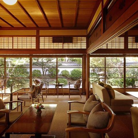 登録有形文化財の和空間。日本らしさを懐かしみ、草庵的な庭園を眺めながら。