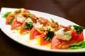 料理メニュー写真トマトとアンチョビのサラダ