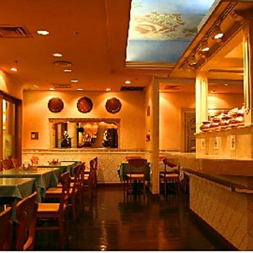 インディアン カフェレストラン スパイスヘブン 新宿パークタワー店の雰囲気1