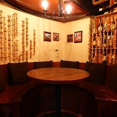 【最大6名様:VIPテーブル】ゆったりとしながらも、どこか洗練された大人の雰囲気漂う空間で特別な時間をお楽しみ下さい★
