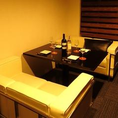 4名様までのソファ半個室。女子会やママ会など、ゆっくりお食事を楽しみたい方に最適♪