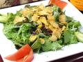 料理メニュー写真ベーコンとパルメジャーノのシーザーズサラダ