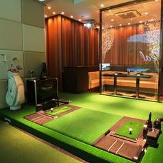 今話題のシミュレーションゴルフと最新カラオケが一部屋でお楽しみ頂けます。ゴルコンやゴルフパーティーなど各種イベント利用におすすめ♪