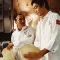 ピッツァの技術はサルヴァトーレと大西誠から継承されています。世界に認められた味と技を受け継いで皆様にお届けしています!