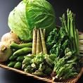 【野菜にこだわる】契約農家から直送の有機野菜と、全国各地から旬の野菜をお取り寄せております。体の中から美しくなる極上のお料理でご宴会をご堪能あれ。宴会・飲み会3時間飲み放題付き2980円~!「厳選素材、産地、新鮮野菜」新宿、宴会、飲み会、合コンなどに!