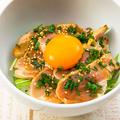 料理メニュー写真鶏たたきとタマゴの親子丼