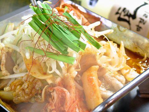大阪鶴橋発祥の鉄板鍋。鍋の形がちりとりに似てることからちりとり鍋と呼ばれています