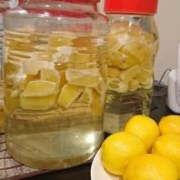 レモンを10日間漬け込んだ「自家製生レモンサワー」