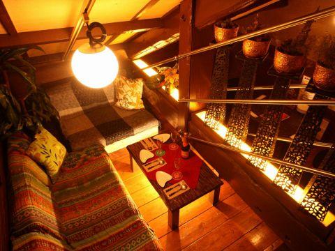 2フロアに分かれた店内は大人の隠れ家みたいに落ち着く空間♪ソファ席が最高★
