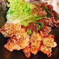 料理メニュー写真地鶏とアボカドのハニーマスタードソース