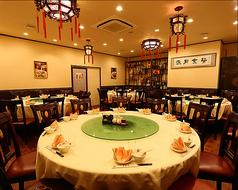 10名様までのテーブル席。円卓テーブルなので、宴会や家族・ご親族でのお集まりなどにもご利用いただけます。
