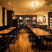 宴会パーティーに組み合わせ自由なテーブル席 20名~40名様に丁度いいスペースです。