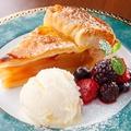 料理メニュー写真アップルパイ バニラアイス添え