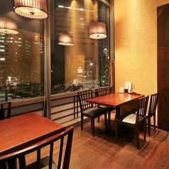 人気の窓側テーブル席です!4名様席,6名様席の2卓をご用意しております