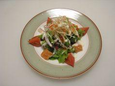 料理メニュー写真海鮮サラダ(青じそドレッシング)