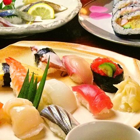 地元近海の魚を使用した本格握り寿司。ランチや会席料理を楽しめる。