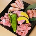 料理メニュー写真朝引き鶏5種 おまかせ盛り