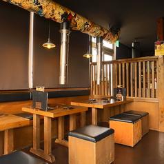 テーブル席は4名様~6名様まで幅広くご対応できます!ご宴会など大人数の飲み会にオススメですよ!