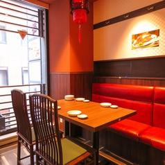 【プライベート宴会におすすめ】4名様~6名様までのテーブル席をご用意。2名テーブルと連結して、中規模宴会も可能です♪お気軽にご相談下さい!