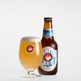 【ホワイトエール】コリアンダー、オレンジピール等のスパイスを加えたベルギー伝統の小麦ビール。ハーブの個性的な香りに小麦の爽やかな酸味がマッチした独特の風味が特徴です。00年と04年ワールドビアカップ金賞、02年英国 The Brewing Industry International Awardsで部門総合チャンピオンに輝いた自信作です。