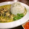 料理メニュー写真鶏挽肉と玉葱のグリーンカレー