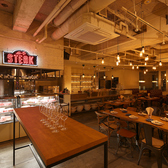 隣には系列店舗の「オイスター&ステーキハウスes」がありますので、両店舗を使ったフロア貸し切りも可能!※最大150名様