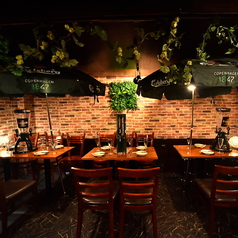 【夏季限定!屋内ビアガーデン開催♪】雰囲気溢れるテーブル席となります♪落ち着いた雰囲気のゆったり寛ぎ空間♪飲み会や女子会や合コン、誕生日・記念日などに最適のオシャレなお店!