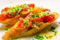 料理メニュー写真しらすとトマトのブルスケッタ