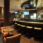 昼はカフェ。夜はしっとりと落ち着いたバーに。ちょっとしたお待ち合わせにも最適です。