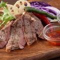 料理メニュー写真リブアイのカットステーキ~食べる豆板醤と黒胡椒ソース~