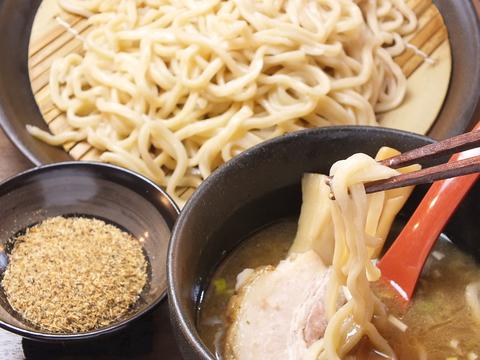 これぞ癒しのつけ麺!旨味凝縮特濃スープとこだわりの自家製麺★