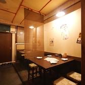 2階席は落ち着いたテーブル席となっております。4名席×4テーブル、2名席×1テーブルご用意してます。