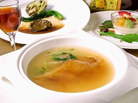 銀座を代表する中華料理店のひとつ。リーズナブルに、美味しい中華をご堪能ください。