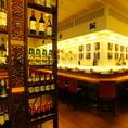 店内の棚にはビールやワイン…お酒がズラッと並びます。