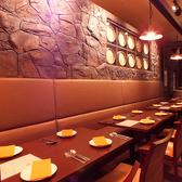 テーブルレイアウトは自由自在。人数や利用シーンに合わせて配置可能です。親睦会、同窓会など各種ご宴会はもちろん、女子会や結婚式二次会などの飲み会にもご活用下さい。