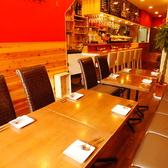 【2名~12名様に】片側ソファータイプのテーブル席。横並びで人数に応じてテーブルセットできるので2名~12名までに最適!!