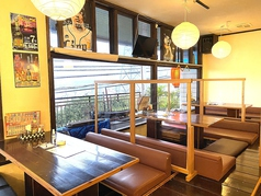 今日はたくさん食べて女子トークしちゃおう♪「大人のための居酒屋」、落ち着いた店内で極上の牛炙りステーキや豚トロ炙り、バッファローチキンチーズなどとともに厳選の日本酒が味わえます。