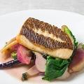 料理メニュー写真鮮魚のポワレ 三浦野菜のグラッセ添え