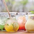 フレッシュな果物やお茶などをミックスした、花のように色とりどりなオリジナルカクテル。グラスでもジャグでもご提供可!ジャグサイズなら、友達とのシェアもしていただけます♪