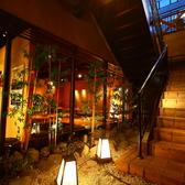 階段を下りると、和情緒たっぷりの落ち着いた雰囲気がお出迎えします。