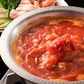 《選べるお鍋》鍋付のコースでは3種類の中からお好みの水炊きをお選びいただけます。●鶏ガラを使い8時間以上じっくり炊いて造った濃厚白濁スープの水炊き●美容成分が多いトマトをたっぷり使用したトマト鍋●ピリッと辛い辛炊き鍋…の中からご注文できます!鶏肉の旨味がギュッとつまった自慢の水炊きをご堪能ください!