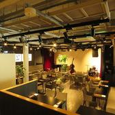 テーブル席★間接照明が彩るオシャレな空間♪テーブルをつなげれば急な飲み会や各種ご宴会にも対応いたします◎