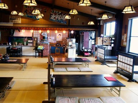 ゆったり過ごせる大広間で、和食職人の料理を。料理や温泉でくつろぎの時間。