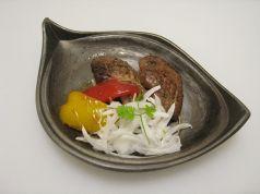 料理メニュー写真鮪のホホ肉ステーキ/鮪のホホ肉をバター醤油で焼いてあります。ボリューム満点の1品。